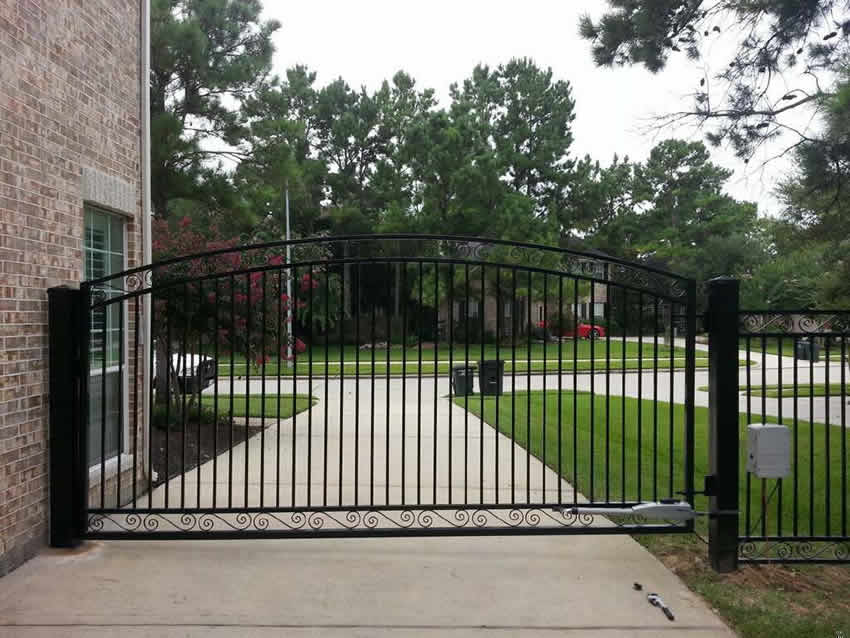 C Arched Driveway Gate With Scrolls Cactus Fence A