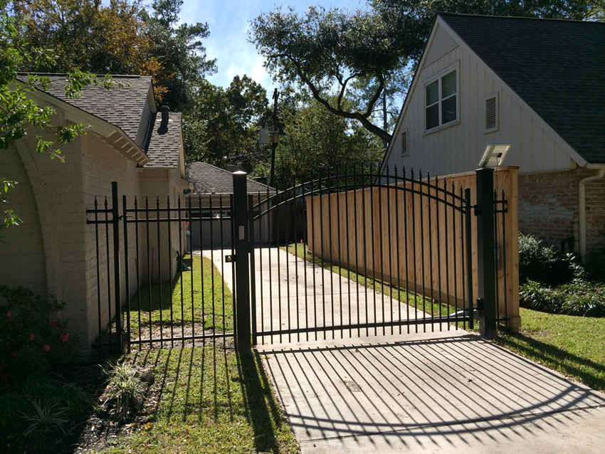 C Arched Driveway Gate With Operator Cactus Fence A